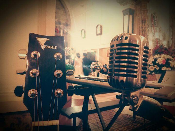 A gente toca e canta