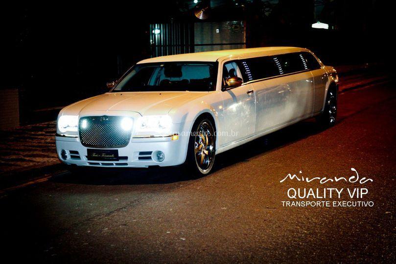 Limousine 300c branca