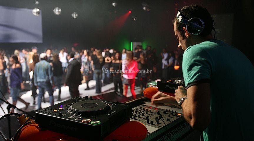 Festas e casamentos com muita música
