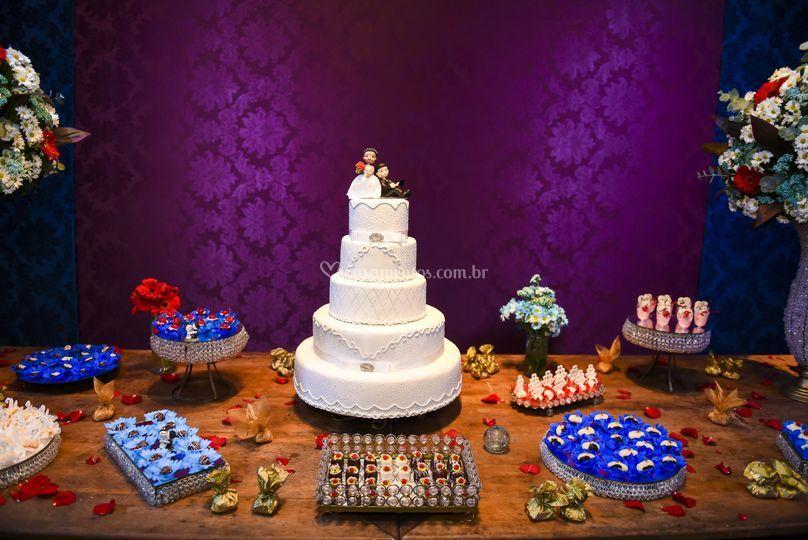 Doces finos e bolo