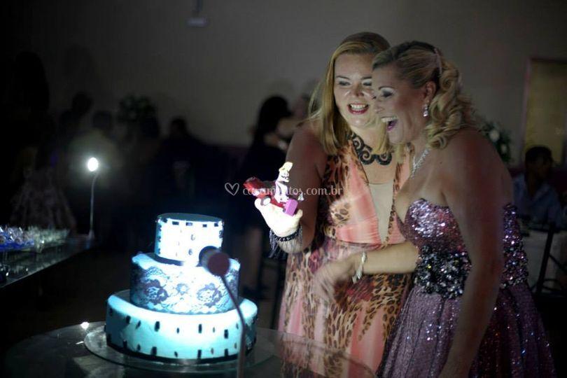 Ela amou o topo de bolo!