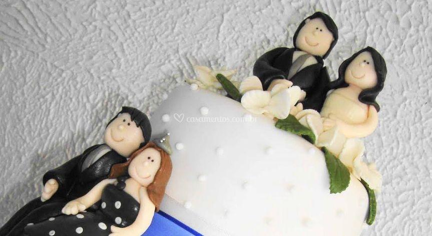 Detalhe dos noivinhos no bolo