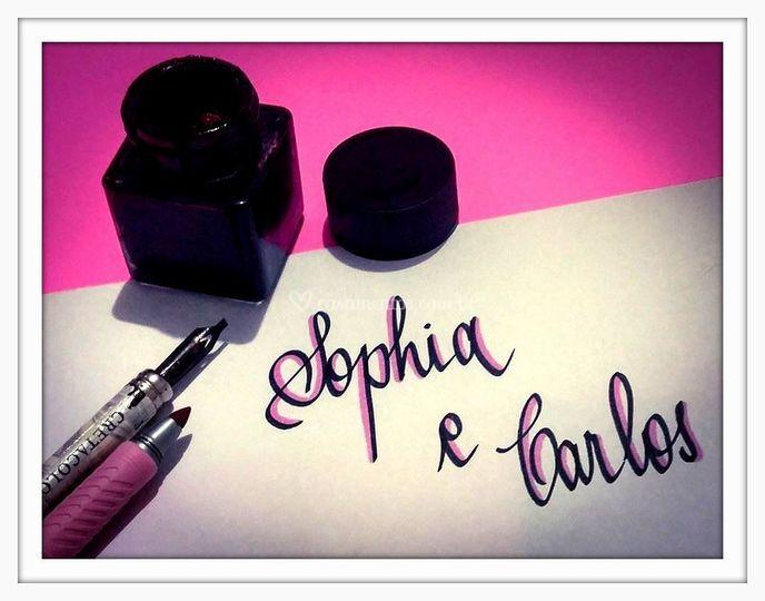 Tinta preta com contorno rosa