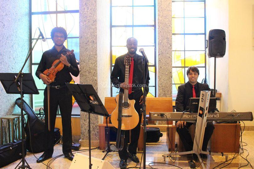 Violino, Piano, Violão e Voz.