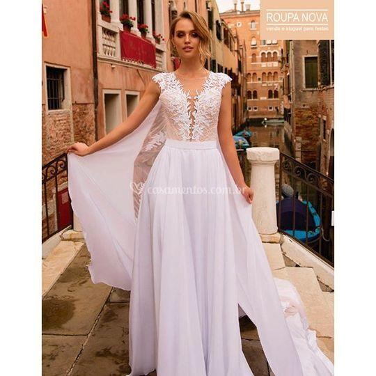 Vestido de Noiva evasê e capa