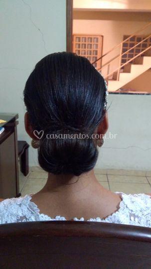Penteado simples coque baixo