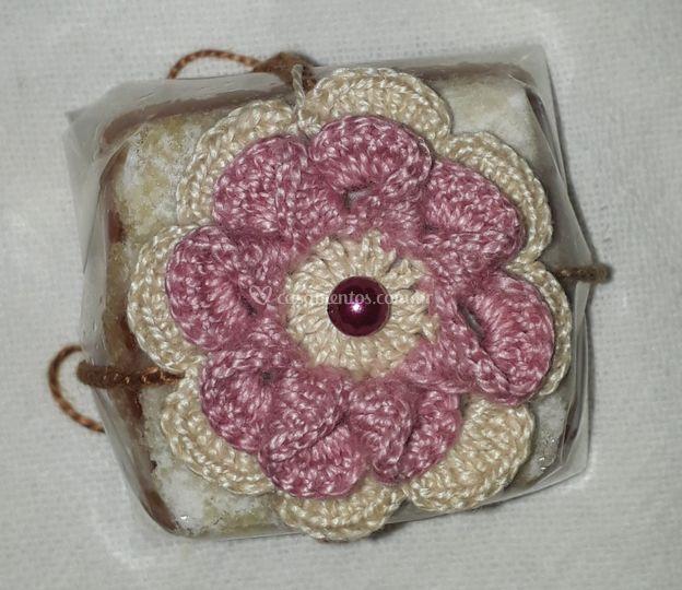 Flor para amarrar no bolo