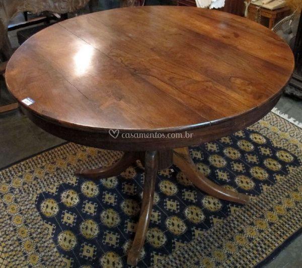 Mesa redonda para convidados