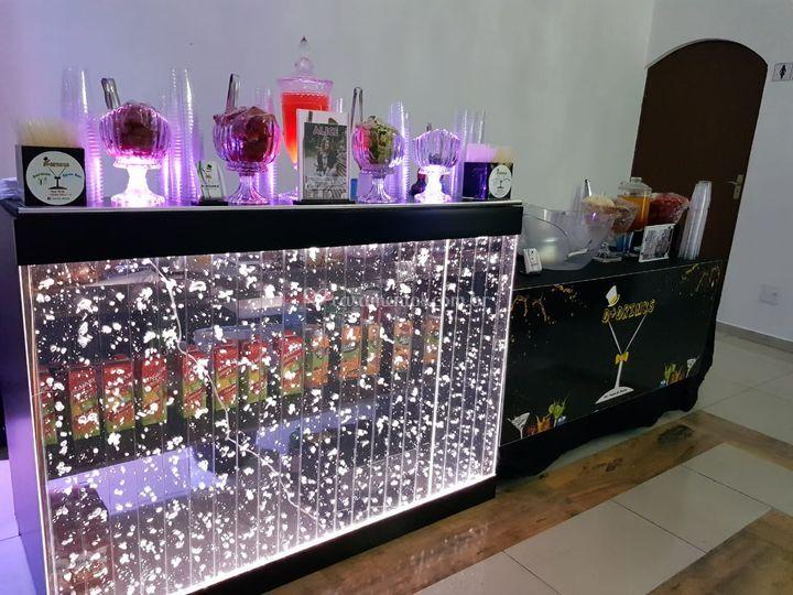 Bar e mesinha de apoio