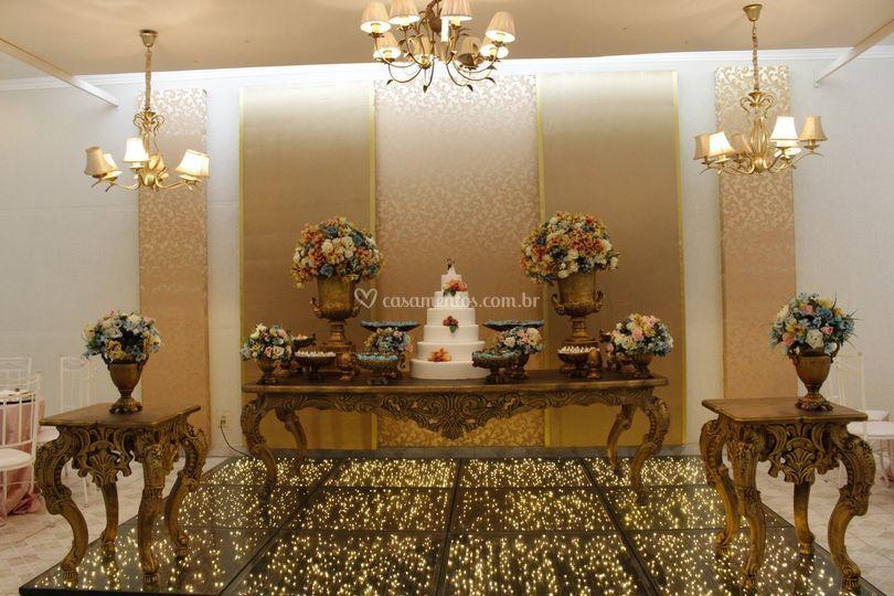 Mesa do bolo com tablado Gold