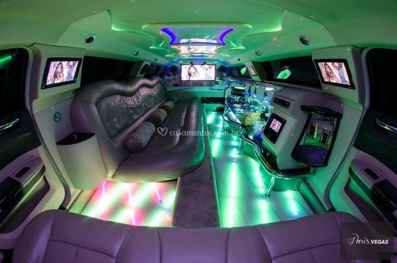 Limousine 300C Preta (Int)