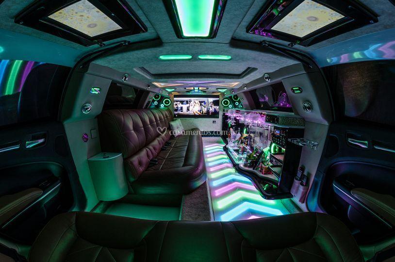 Limousine 300C Branca (Int)