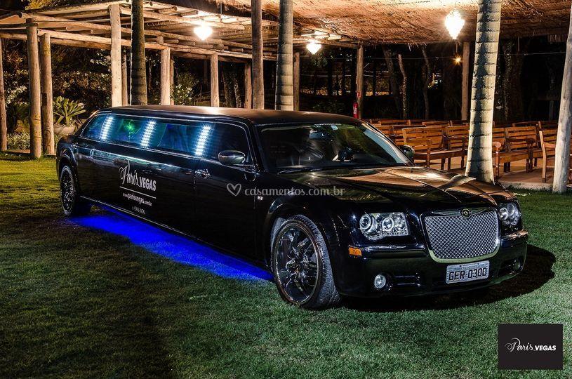 Limousine 300C Preta