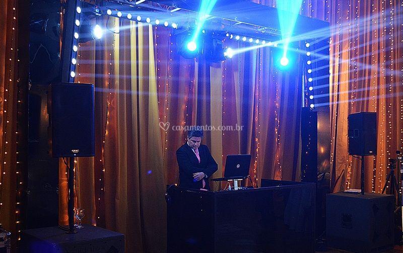 DJ e estrutura em acrílico