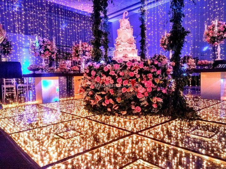 Mesa de Flores em pista de LED