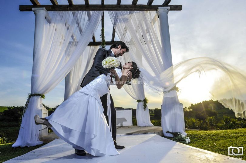 Os noivos, o sol e o véu!