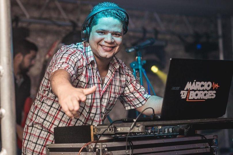 DJ animando a pista all time