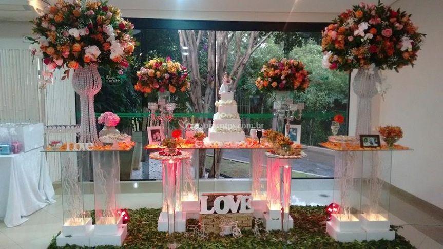 Mesa para bolo colunas de vidr