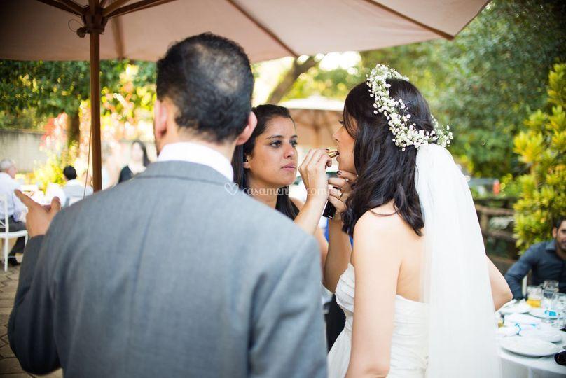 Carinhos com os noivos