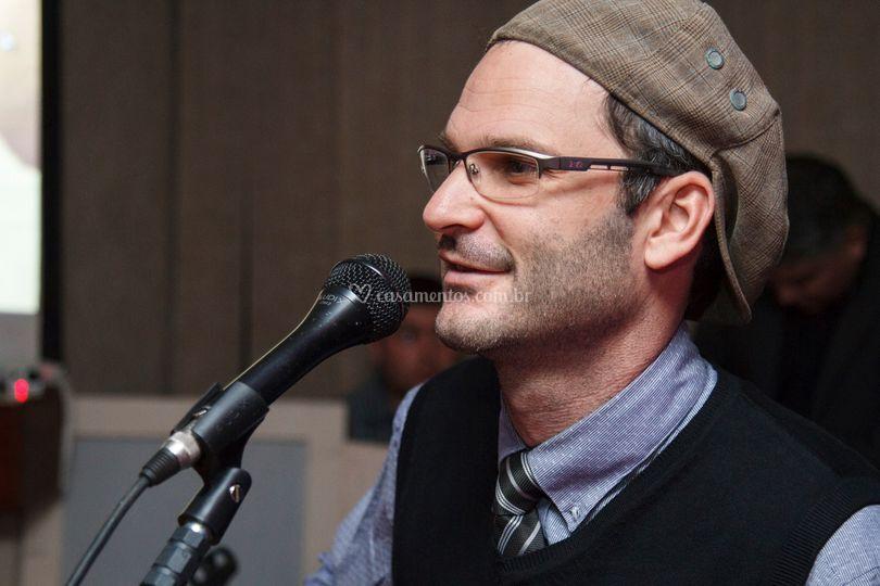 Representante Leandro de Música Particular