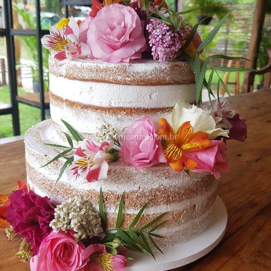 Seminaked cake com flores