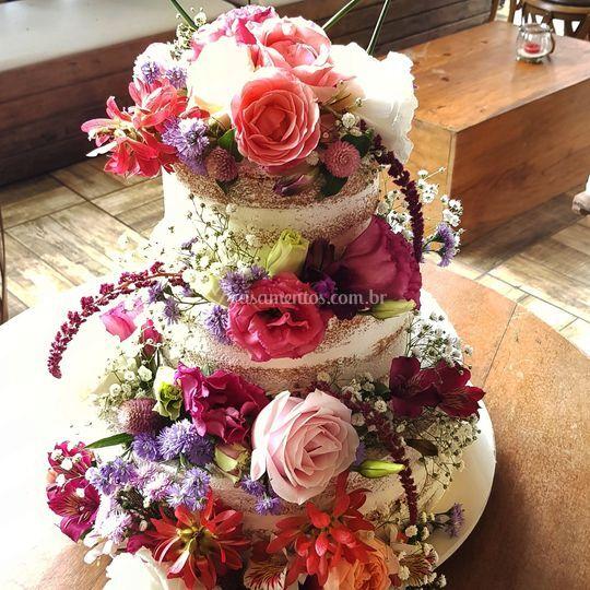 Seminaked cake c flores