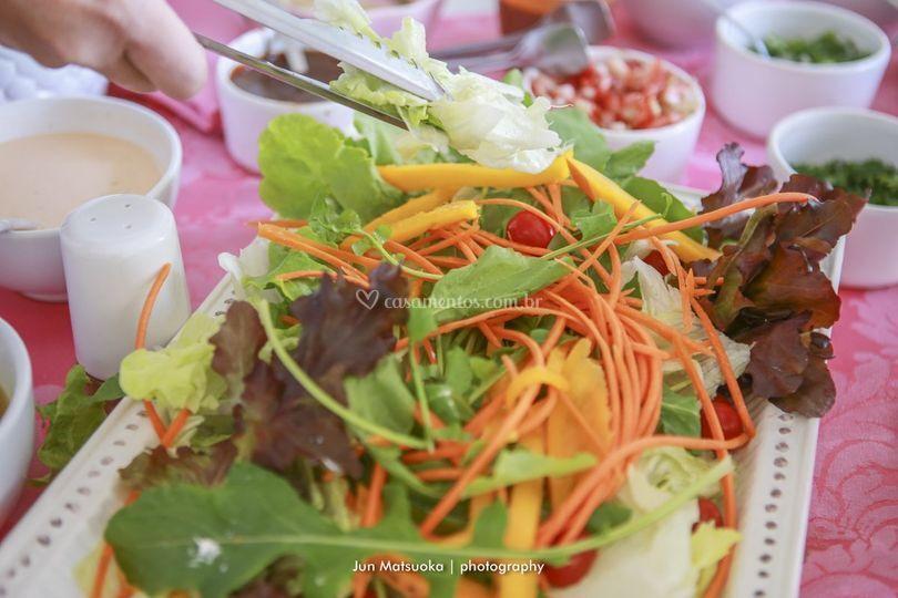 Salada no cardápio de crepe