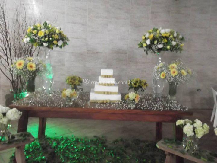 Decoração amarela com branco