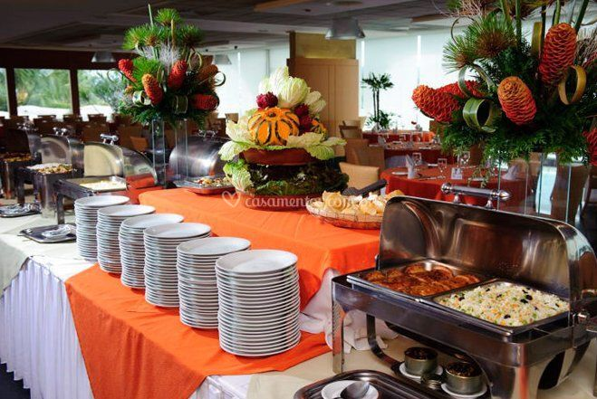 Mesa do buffet tropical