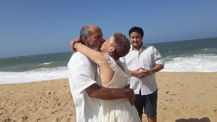 Beijo do casal Silvio e Neusa