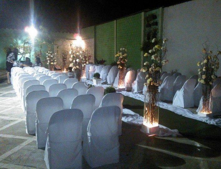Casamento realizado na área externa