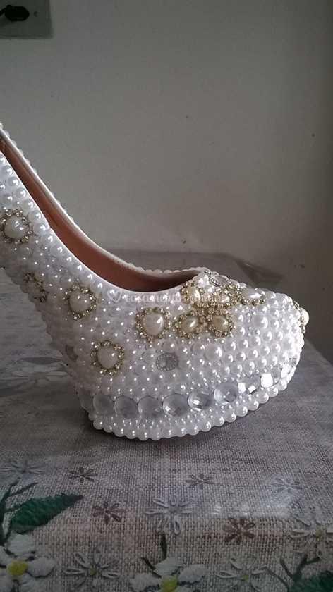 0066b8cd6ad Sapato luxo pérolas e strass de Michele Sapatos de Luxo