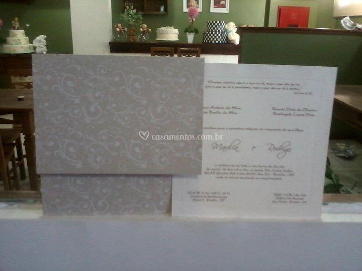 Convite com envelope cinza
