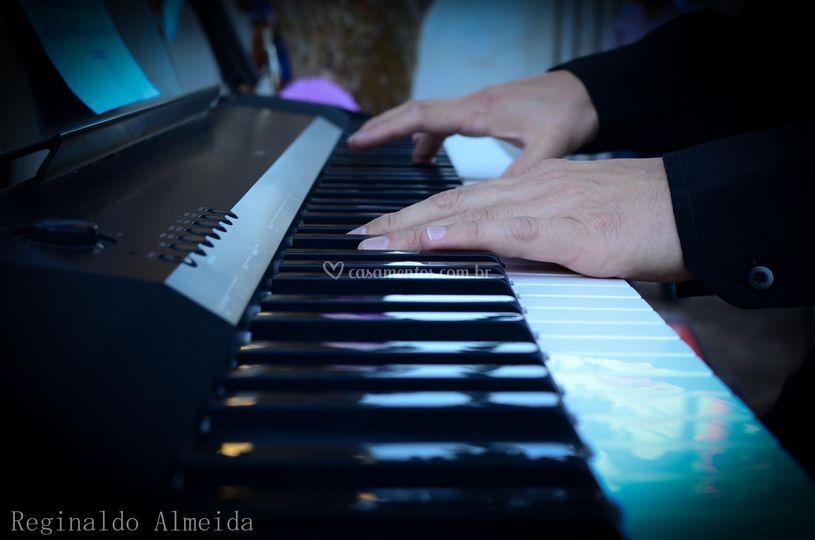 Nos teclados: Genilson