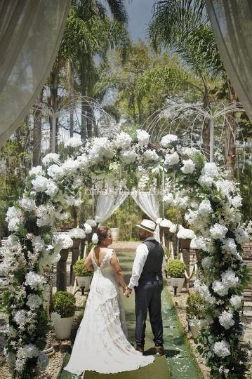 Arco de flores na cerimônia
