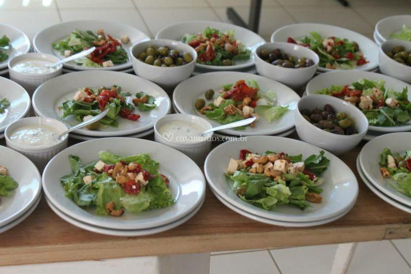 Bários tipos de saladas