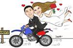 Caricatura noivos na moto