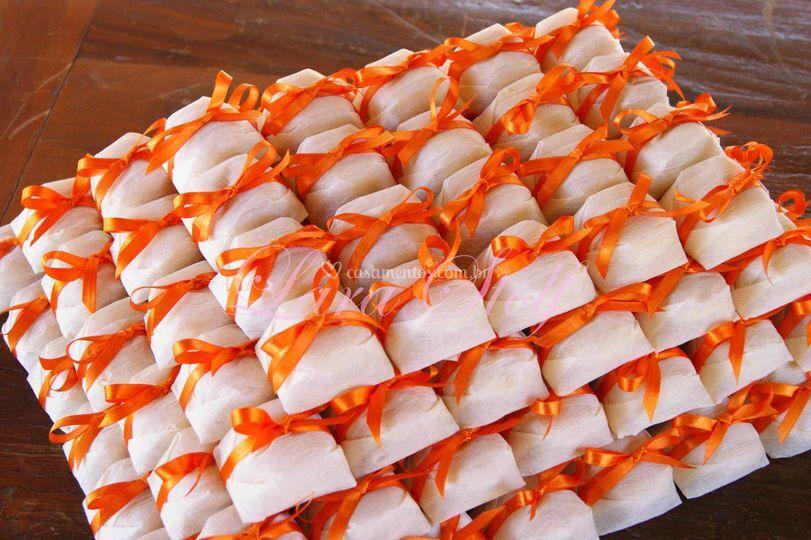 Bem casados com laço laranja