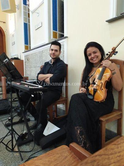 Dueto de Teclado e Violino.