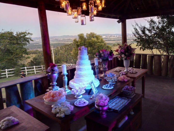 Iluminação da mesa do bolo