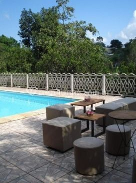 Lounges à beira da piscina