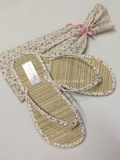 Sandália com estampa floral