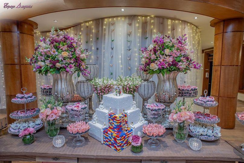Uma linda mesa de bolo