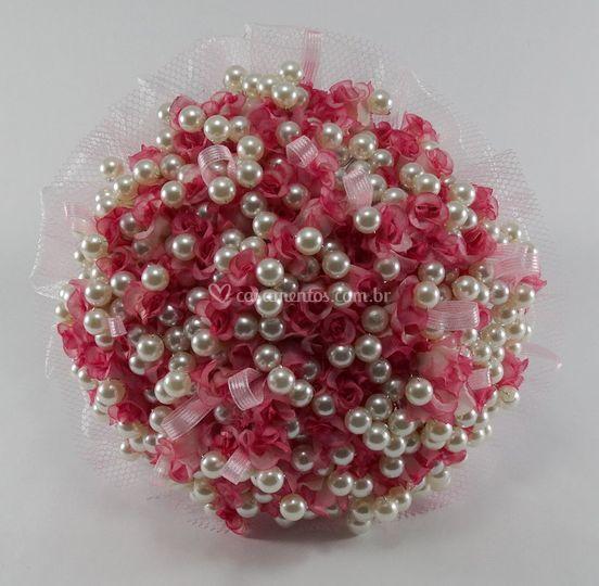 Buquê de mini rosas e pérolas