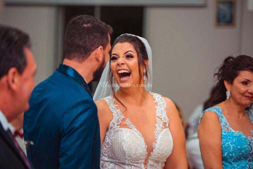 A alegria de uma noiva intensa
