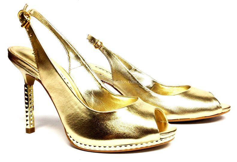 Li calçados dourado