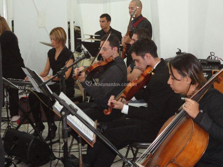 Trio de Cordas e Banda