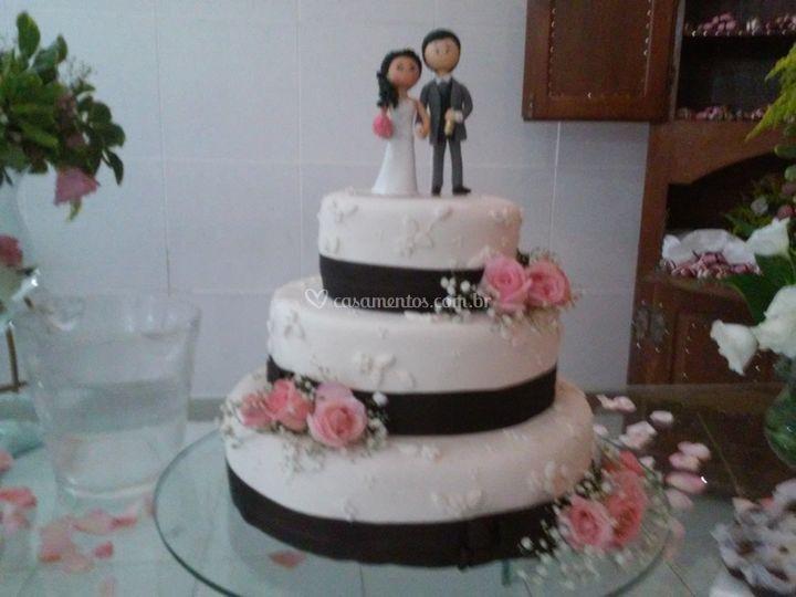Bolo de casamento rosa
