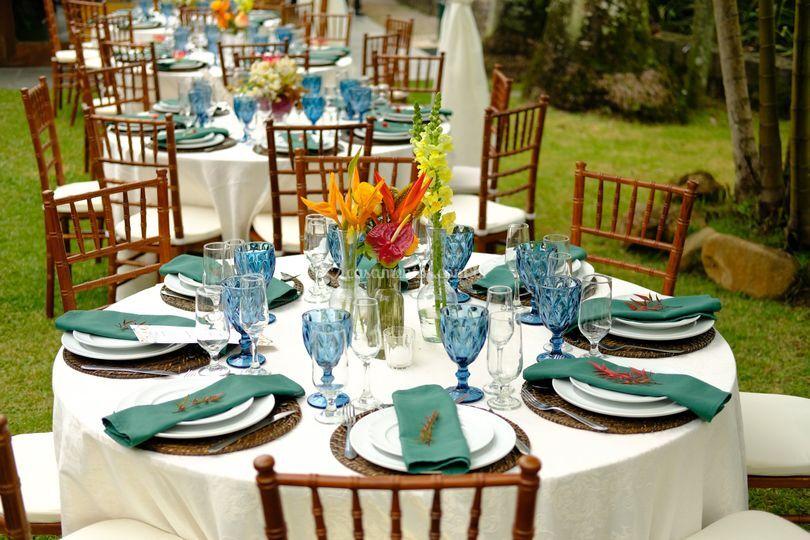 Mesa posta dos convidados