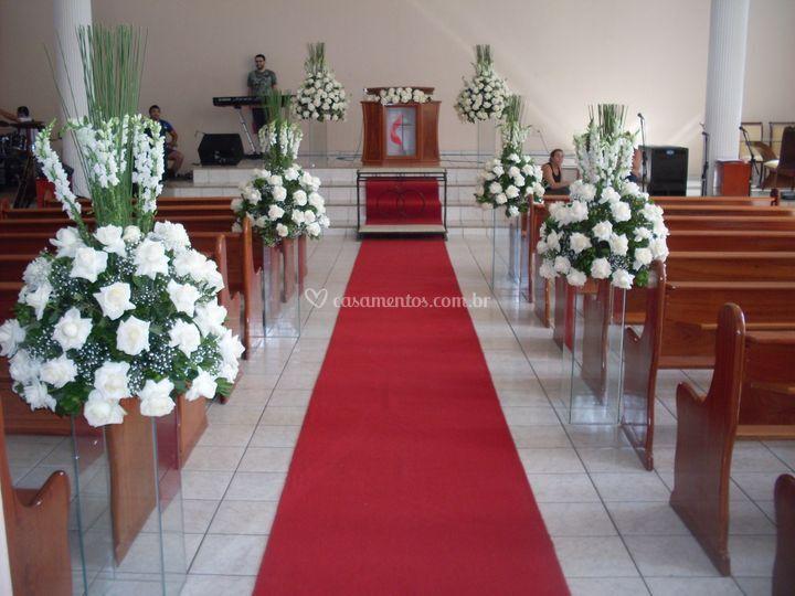 Decoração igreja com rosas